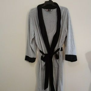 5/$25 Chaps robe grey one size